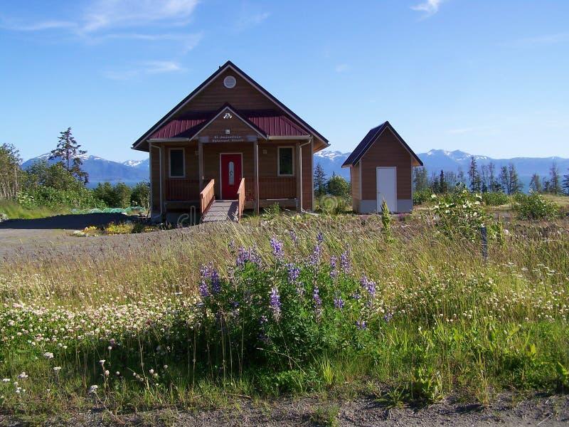 Alaska landskyrka & uthus arkivfoto