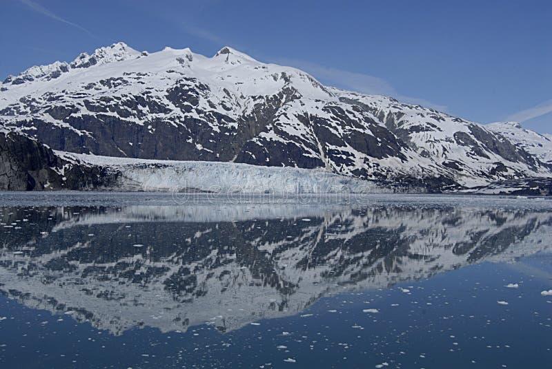 ALASKA/USA _GLACIER BAY_MOUNTIANS I USA arkivfoton