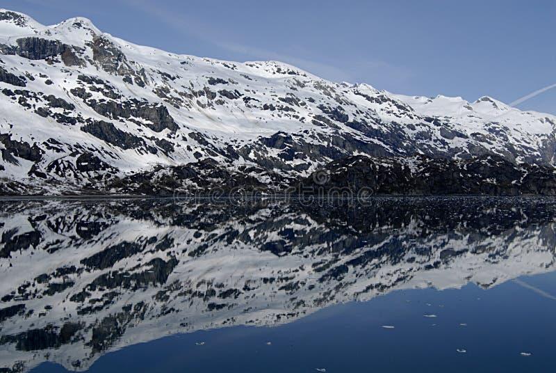 ALASKA/USA _GLACIER BAY_MOUNTIANS I UA royaltyfri bild