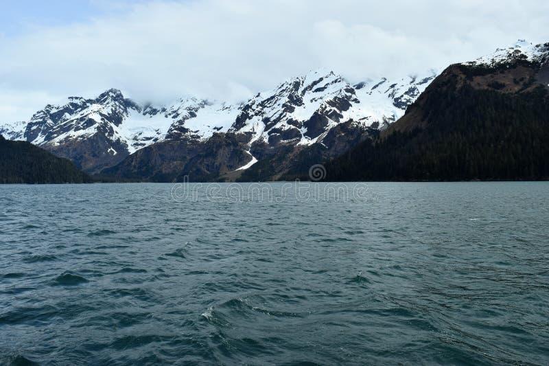 Alaskabo berg och sjö royaltyfri foto
