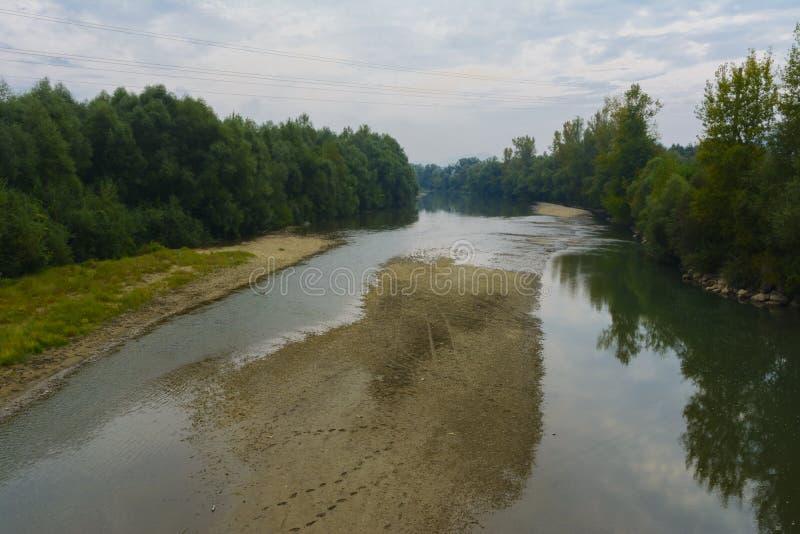 alatay διπλός γρήγορος ποταμός Ρωσία ουράνιων τόξων βουνών στοκ εικόνες