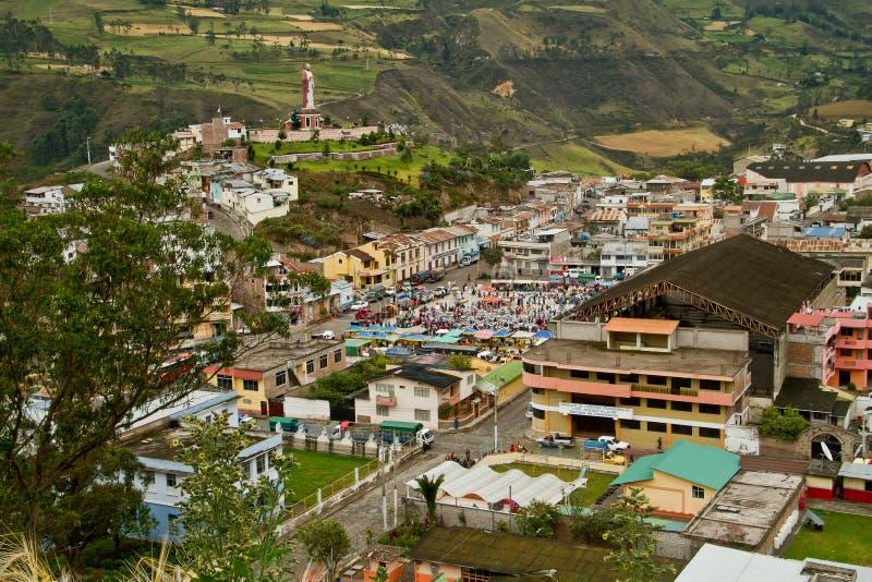 Alausi un villaggio accogliente negli altopiani dell'Ecuador fotografia stock libera da diritti