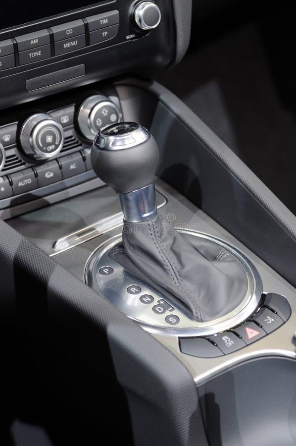 Alavanca de engrenagem do carro imagem de stock royalty free