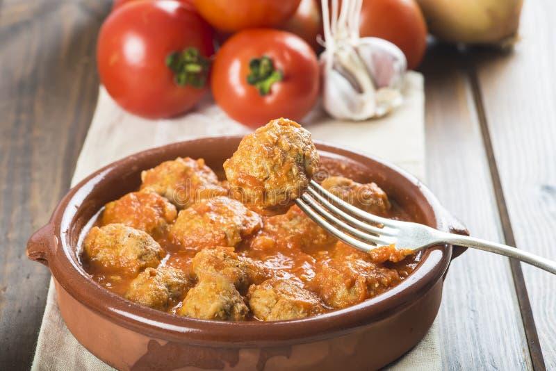 Albóndigas con la salsa de tomate imagenes de archivo