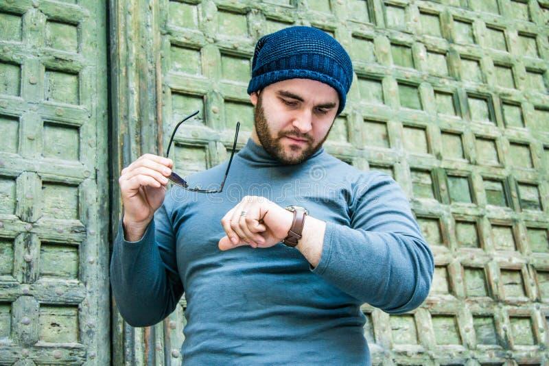 Albańska mafia kupuje go na zegarek obrazy royalty free