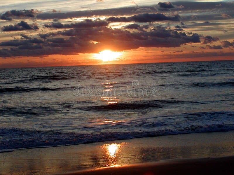 Alba 4 dell'oceano immagine stock
