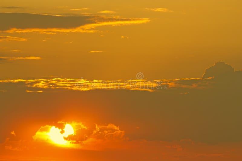Download ALBA immagine stock. Immagine di nubi, autunno, dusk - 55359427