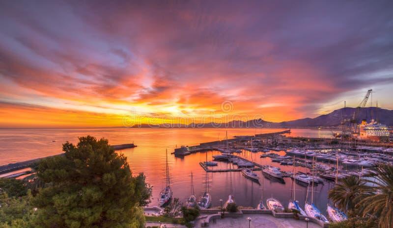 Alba al porto di Palermo immagine stock