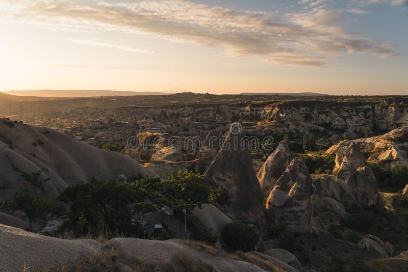 Alba alla città di Goreme in Cappodocia, regione centrale dell'Anatolia, Turchia immagini stock libere da diritti