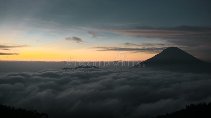 Alba alla montagna di Sikunir fotografie stock