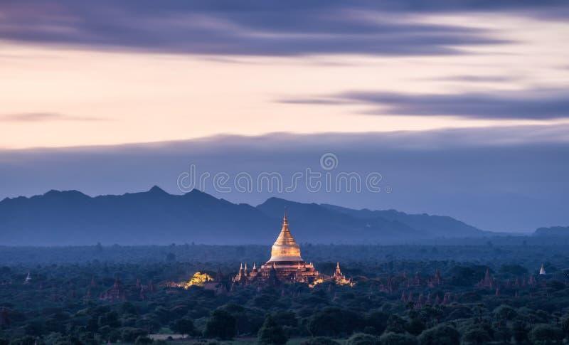 Alba alla pagoda di Dhammayazika, Bagan, Myanmar immagini stock