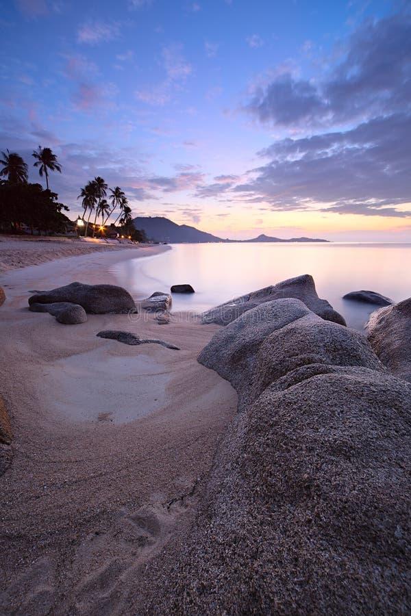 Alba alla spiaggia tropicale fotografia stock