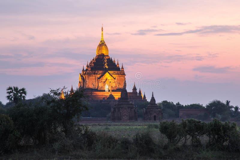 Alba attraverso le tempie Bagan Myanmar immagine stock libera da diritti