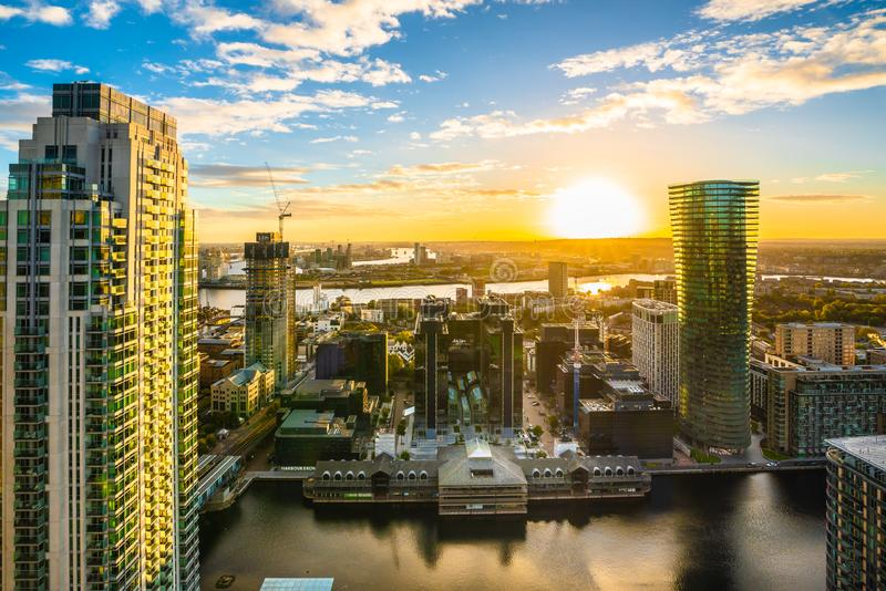 Alba a Canary Wharf nella città di Londra fotografia stock libera da diritti
