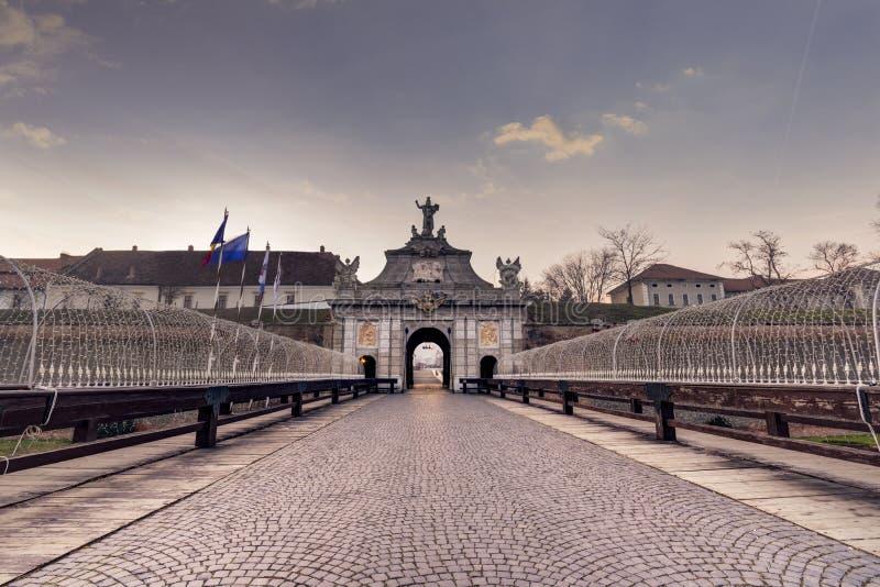 Alba Carolia Fortress em Romênia fotografia de stock royalty free