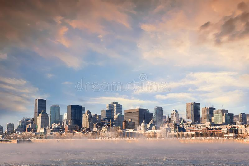Alba del centro di Montreal nell'inverno fotografia stock libera da diritti