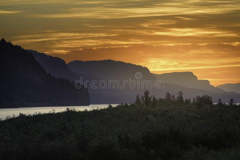 Alba del fiume Columbia fotografie stock