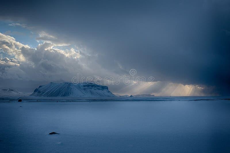 Alba dell'Islanda Raybeam fotografia stock