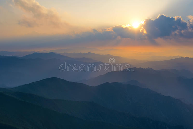 Alba della montagna fotografie stock libere da diritti