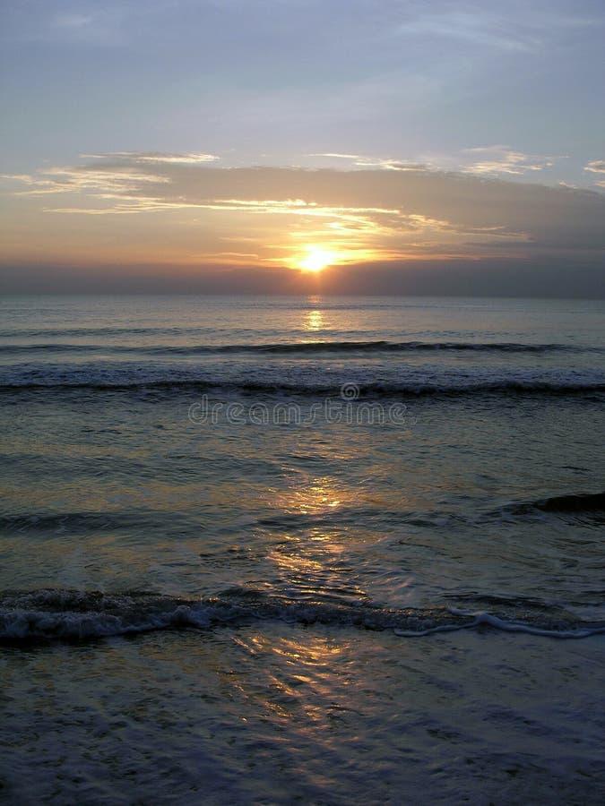 Download Alba della spiaggia fotografia stock. Immagine di sole - 218316