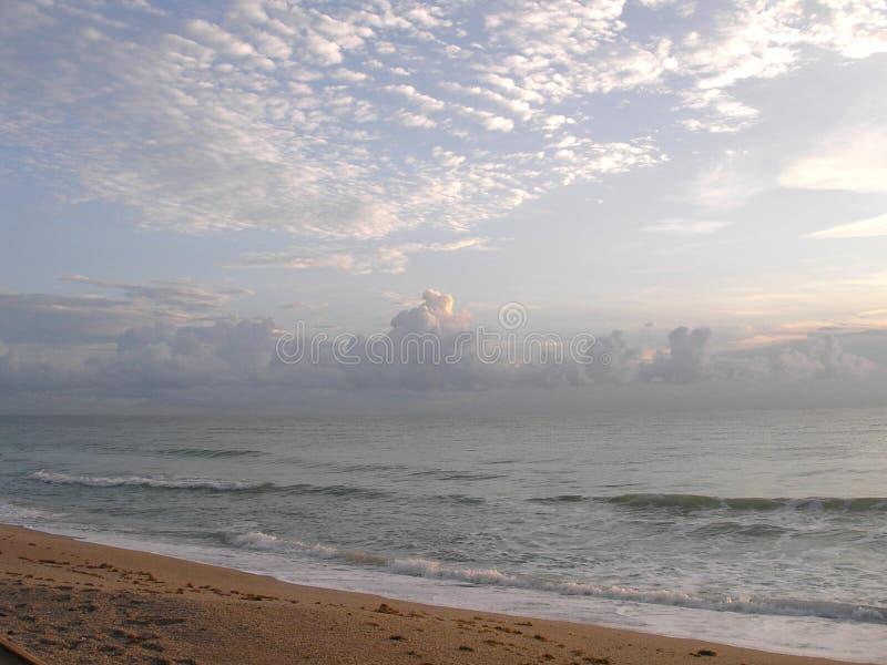 Download Alba della spiaggia immagine stock. Immagine di aumento - 219147