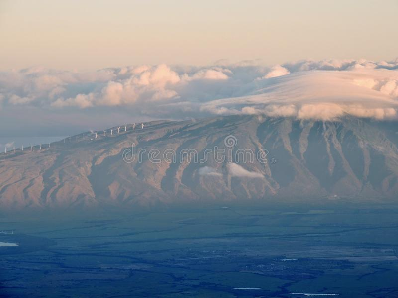 Alba di alba e punto di vista di Maui ad ovest e di Lanai veduti dalla sommità di Haleakala, Haleakala Volcano National Park, Mau immagini stock libere da diritti