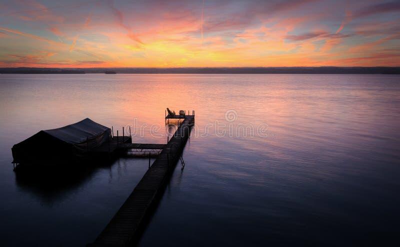 Alba di Cayuga del lago immagine stock