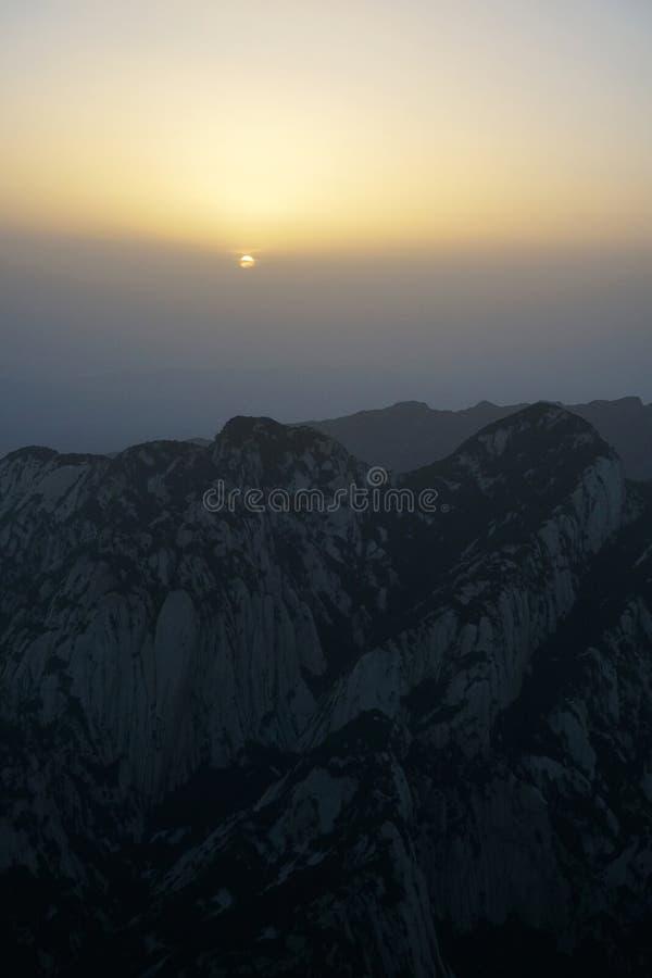Alba di Huashan della montagna fotografie stock