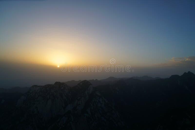 Alba di Huashan della montagna fotografie stock libere da diritti