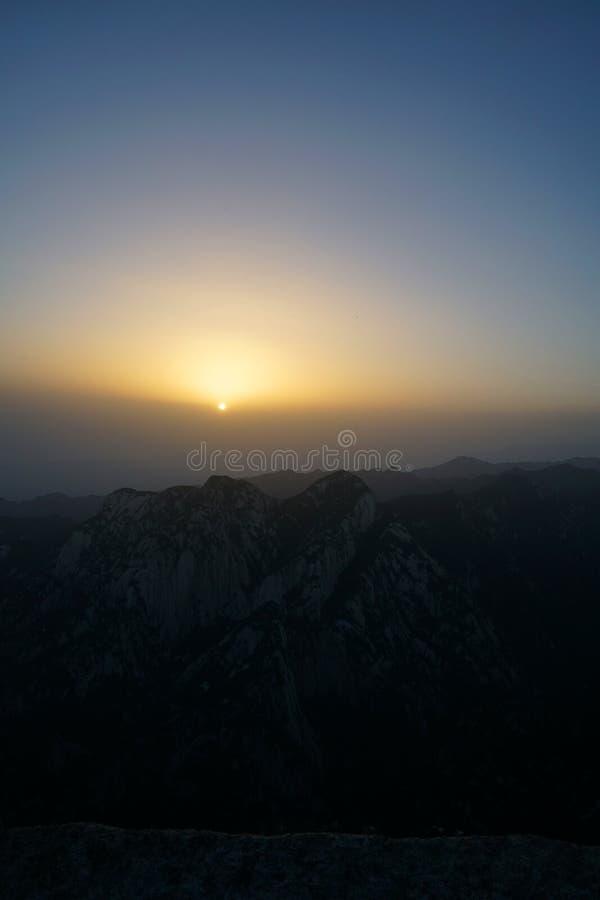 Alba di Huashan della montagna fotografia stock libera da diritti