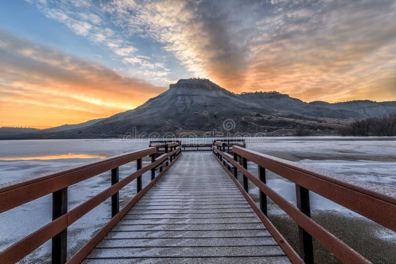 Alba di inverno al bacino idrico di ferro da stiro situato in Loveland, Colora immagini stock libere da diritti