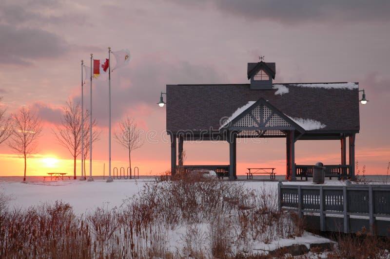 Alba di inverno nel parco fotografie stock