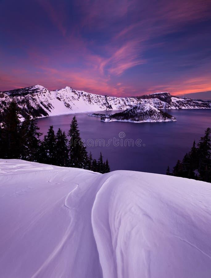 Alba di inverno sopra il lago crater immagine stock libera da diritti