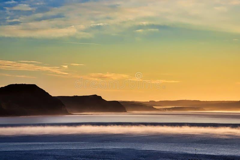Alba di inverno sopra la costa giurassica fotografie stock