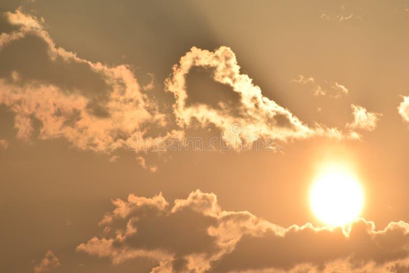 Alba di primo mattino con le nuvole fotografie stock libere da diritti