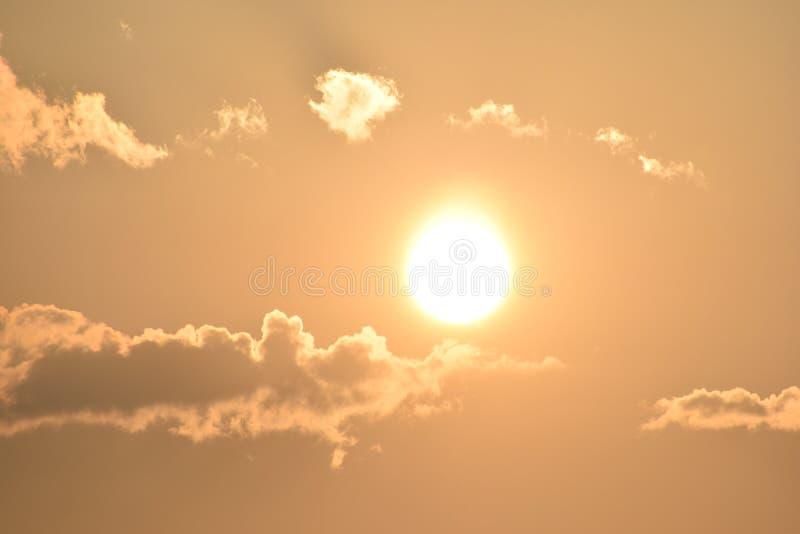 Alba di primo mattino con le nuvole immagini stock libere da diritti