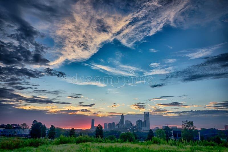 Alba di primo mattino sopra l'orizzonte di Charlotte North Carolina immagine stock