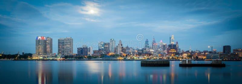 Alba di primo mattino sopra la città di PA di Philadelphia fotografie stock libere da diritti