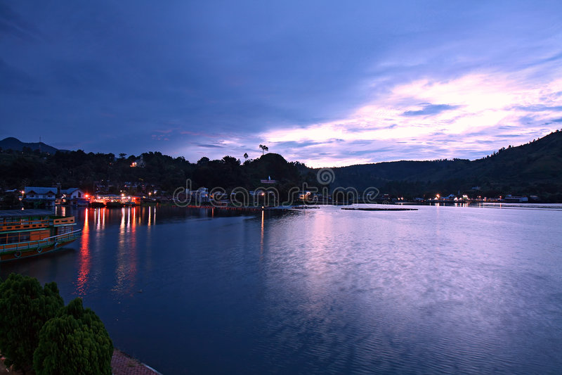 Alba di Toba del lago, Indonesia fotografie stock libere da diritti