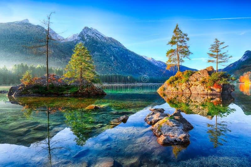 Alba fantastica di autunno del lago Hintersee immagine stock libera da diritti