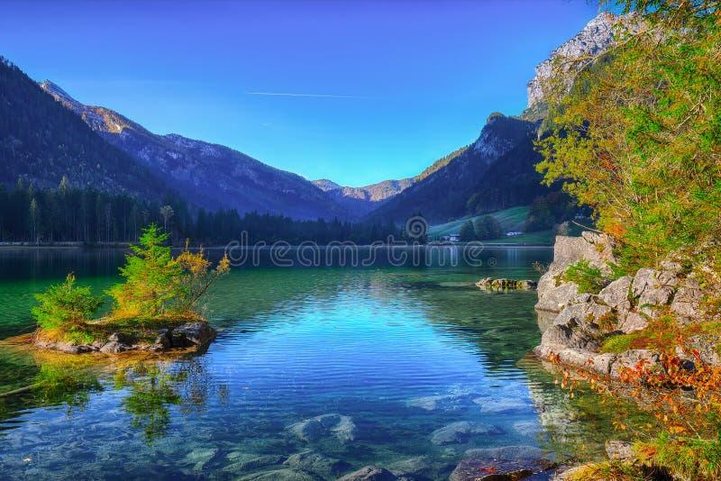 Alba fantastica di autunno del lago Hintersee Bella scena della t fotografia stock