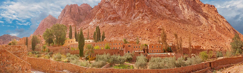 Alba gatesAmazing alla montagna di Sinai, bella alba del tempio dorato di Karnak di panorama nel panorama di EgyptAmazing del mon fotografia stock libera da diritti