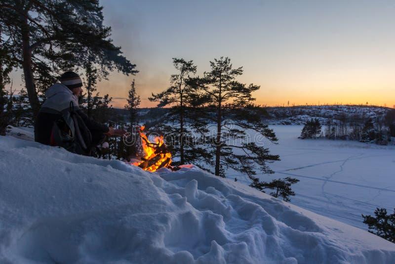 Alba gelida sul lago Ladoga immagini stock libere da diritti