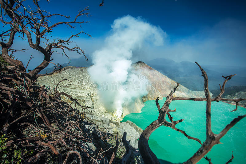 Alba a Kawah Ijen, vista panoramica, Indonesia fotografie stock libere da diritti