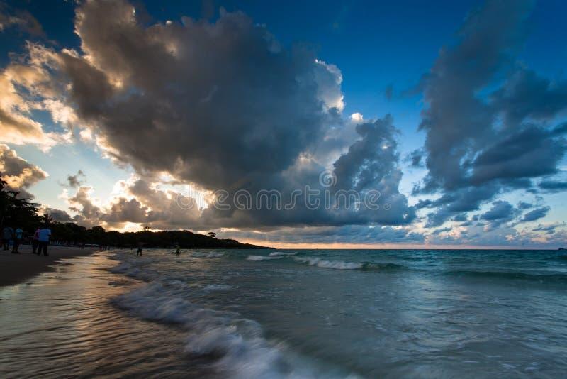Download Alba a Ko Samet fotografia stock. Immagine di spiaggia - 30831196