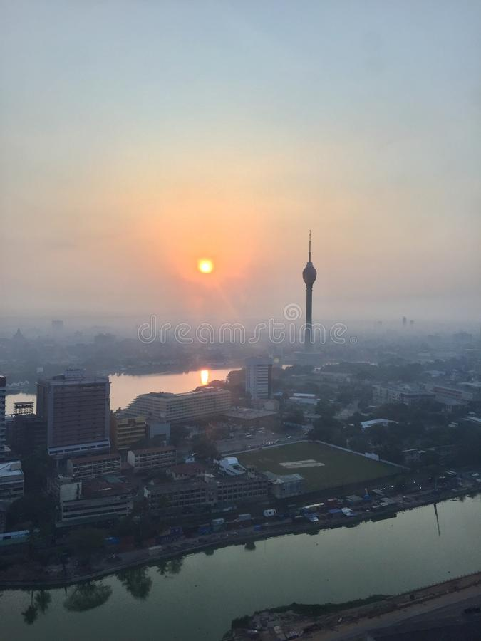 Alba, Lotus Tower, Colombo Lotus Tower, città di Colombo immagini stock