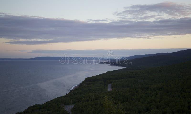 Alba lungo la costa fotografie stock
