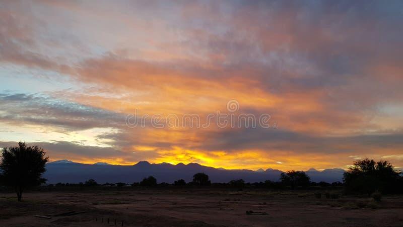 Alba meravigliosa sui vulcani della Cordigliera andina, deserto di Atacama, Cile immagini stock libere da diritti