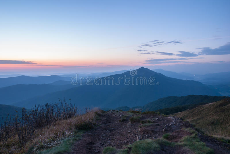 Alba in montagne di Bieszczady immagini stock libere da diritti