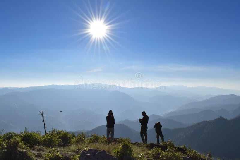 Alba naturale di tramonto sopra la montagna in Tailandia immagine stock libera da diritti